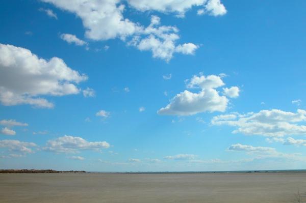 Nuages pouss s par le vent et les ans perruche en automne - Nuage et vent ...